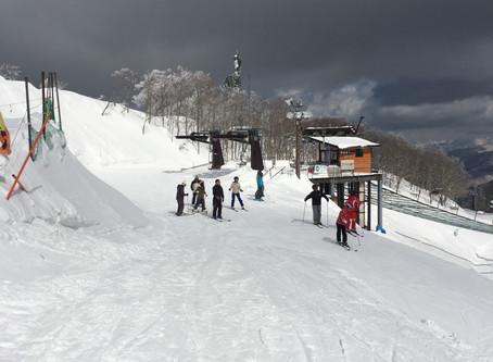 研究室旅行でスキーに行ってきました