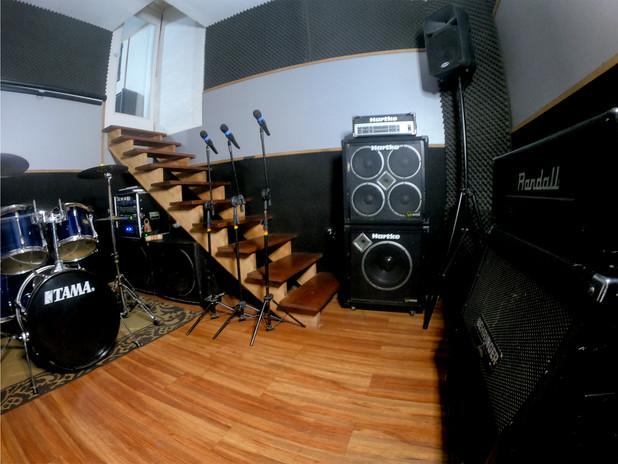 foto para o site estúdio de lado.jpg