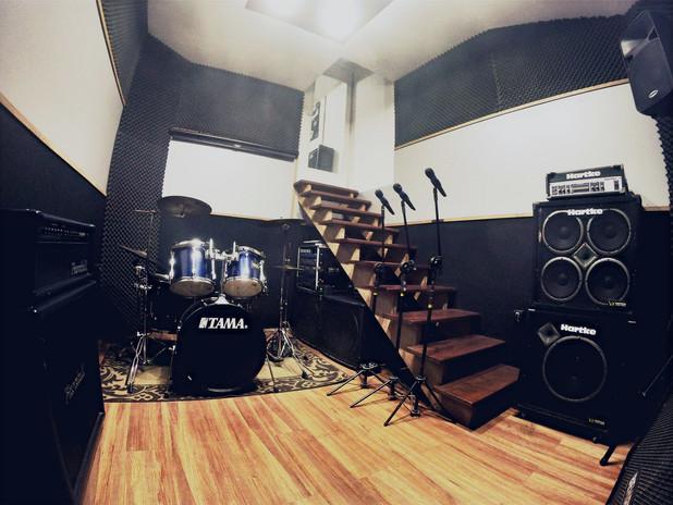 foto para o site estúdio frente__edited_edited.jpg