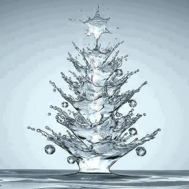 A water drop splashed into the shape of a Christmas tree with star on top