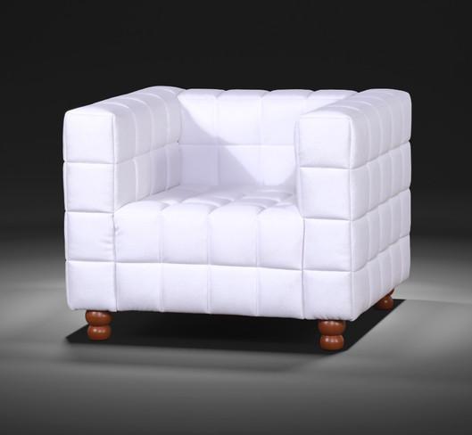 POLTRONA GEO Poltrona Geo Tecido Veludo  Toda a delicadeza dos formatos geométricos, foram que inspiraram a criação do sofá e poltrona Geo, unificando beleza e conforto.   VALOR: 1680,00