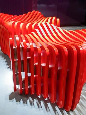 Designer Ludson Zampirolli com seu puf Touch em parceria com a Marcenaria  Taquetti.