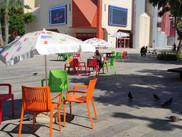 Plus de chaises dans Tel Aviv