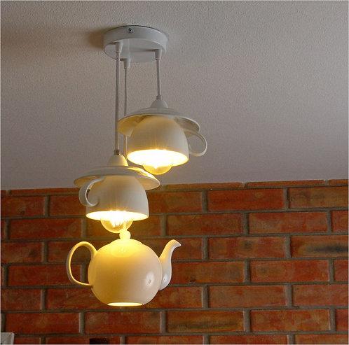 Люстра из заварочного чайника, фарфоровыми чашками