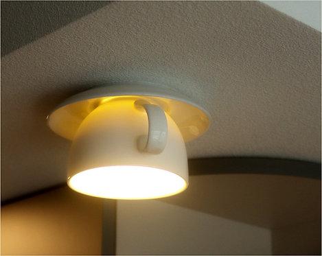 Потолочный светильник из фарфоровой чашки