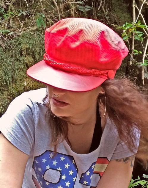 Quepe de veludo cotelê vermelho