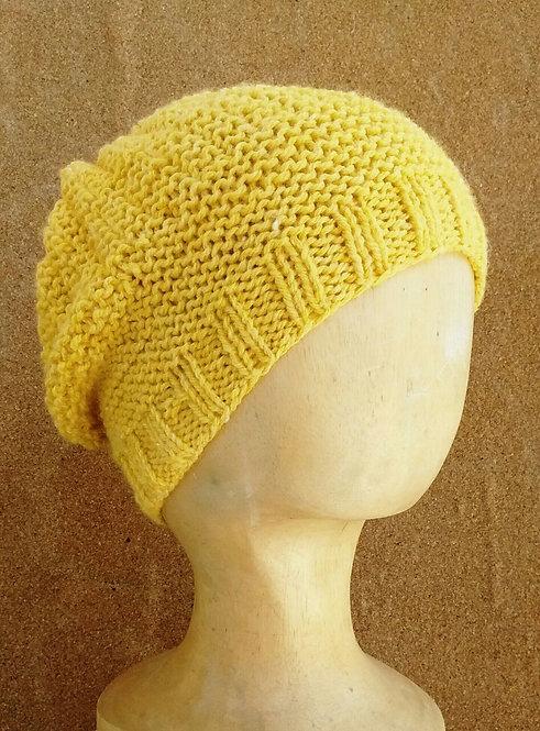 Touca de tricô amarela