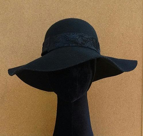 Chapéu floppy de feltro preto