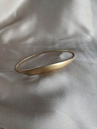 Oval Bangle in 14kt Gold
