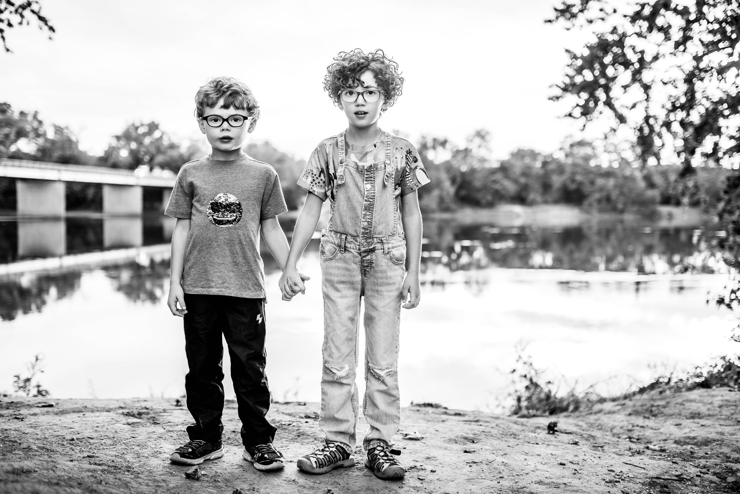b&w portrait of siblings at Tucker Park along James River in Goochland