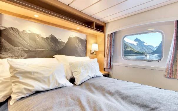 Sun-World Reisebüro präsentiert die Hurtigruten Flotte.
