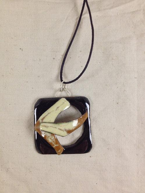 pendentif carré ajouré noir caramel ivoire-émaux-artisanat français