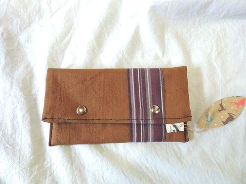 Petite pochette à rabat en tissu doublé, marron clair et rayures-artisanat