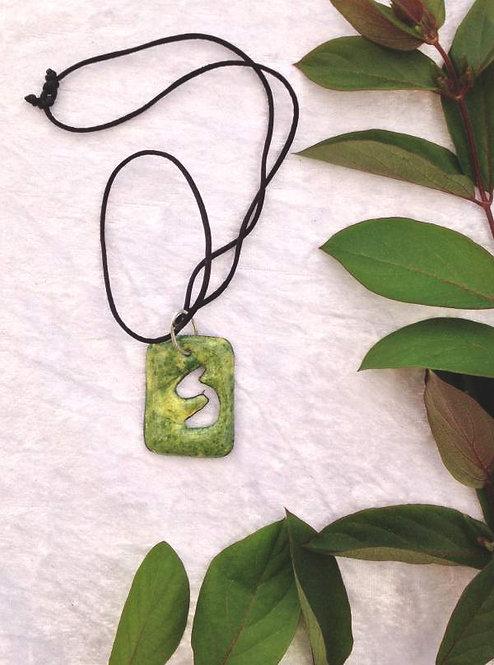pendentif rectangle ajouré en cuivre émaillé  vert et jaune-artisanat français