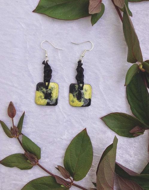 boucles d'oreilles carrées et cordon macramé jaune noir-émaux-artisanat français
