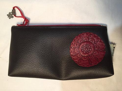 trousse simili cuir marron ,motif cuir rouge, doublé-artisanat français