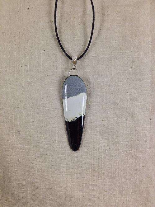 pendentif triangle bords arrondis- noir gris blanc-émaux-artisanat français