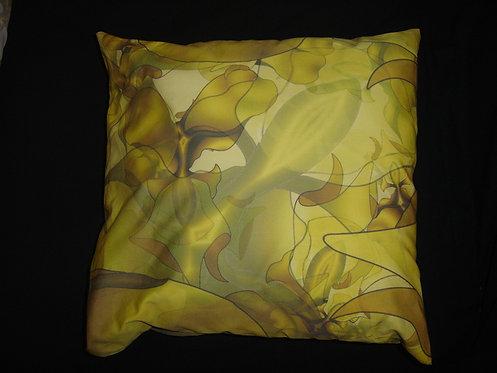 coussin carré-motif elfes-jaune marron-plutine-artisanat français