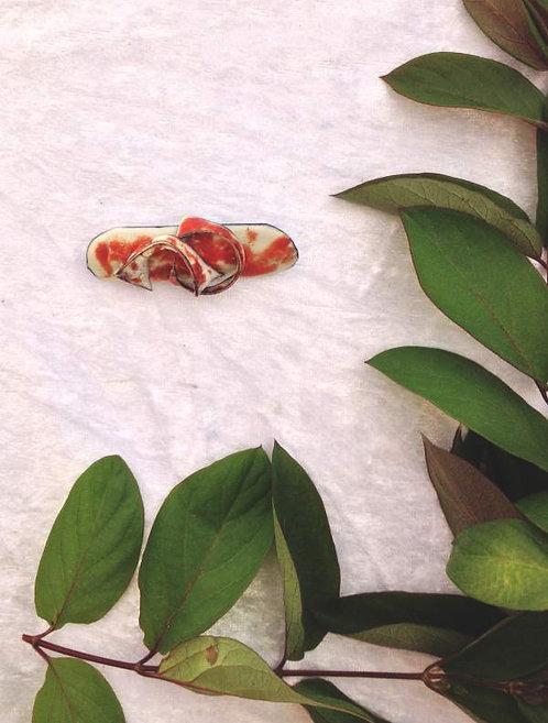 Broche en émaux sur cuivre arabesques mandarine, ivoire création artisanale