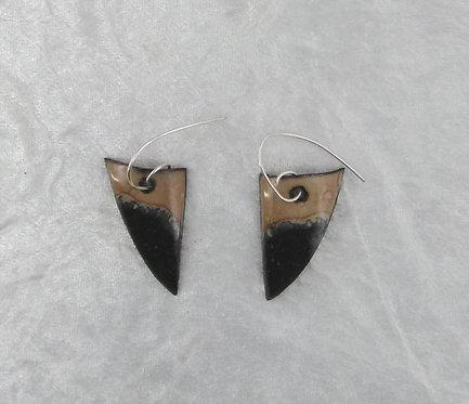 boucles d'oreilles en forme de dent de requin  - émaux sur cuivre
