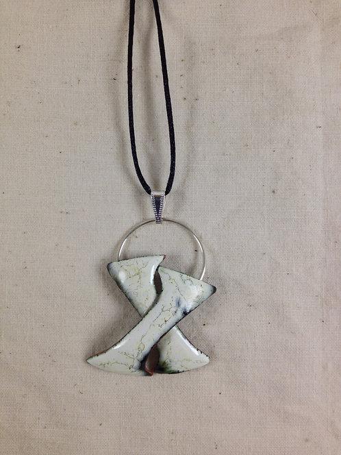 """pendentif 2 """"I """"entrelacés ivoire noir-anneau métal-émaux-artisanat français"""