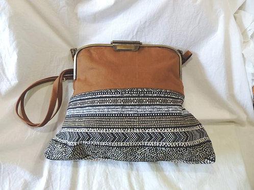 sac à main en tissu, fermoir métal et bandoulière-création artisanale