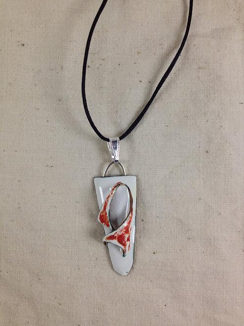pendentif triangle bords arrondis en relief-rouge blanc-émaux-artisanat français