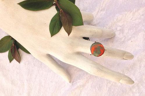 Bague ajustable - émaux rond-orange-vert-création artisanat français-présentation