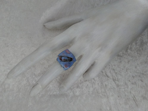 bague ajustable-losange et triangles-émaux bleu rose-bijoux-artisanat français-présentation