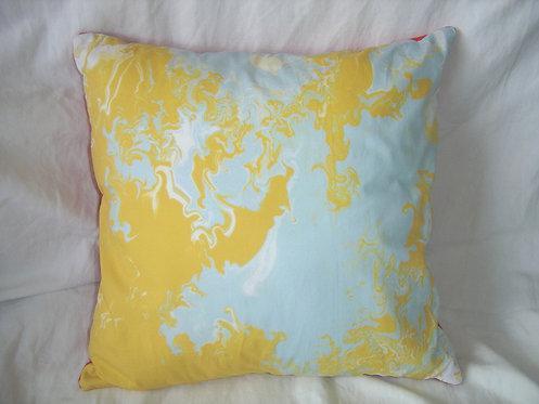 Coussin carré-motifs  jaune rouge  bleu-déhoussable-artisanat français-recto