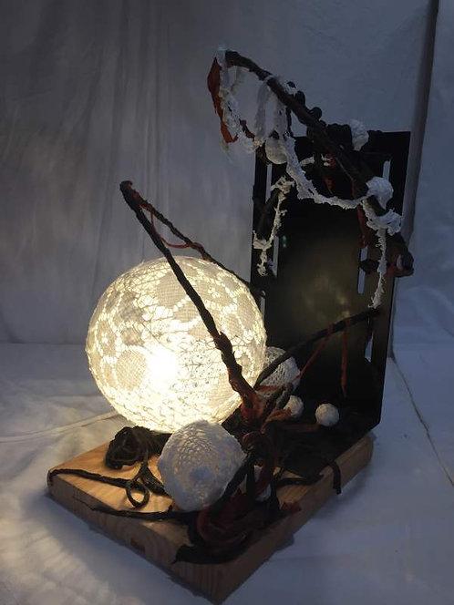 Lampe à plusieurs bulles, dentelle et métal-sculpture lumineuse-vue1 allumée