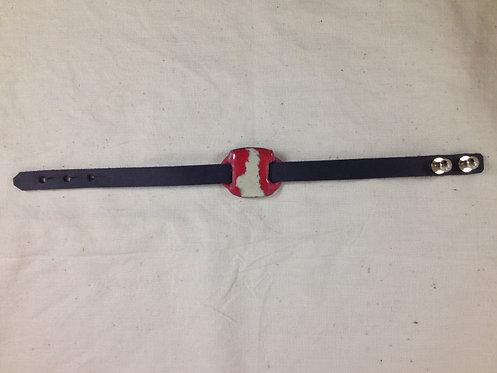 bracelet cuir noir et plaque en émaux rouge cerise ivoire- ARTISANAT FRANCAIS-vue entière