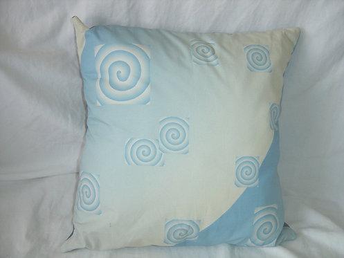 Coussin carré spirales bleu et blanc déhoussable-artisanat français-recto