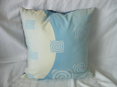 Coussin carré ton bleu et blanc-recto-création artisanale française.