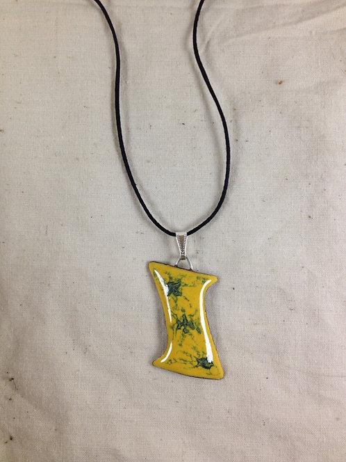 pendentif forme de I jaune et vert-émaux-artisanat français