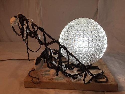 lampe bulle en verre et métal-sculpture lumineuse-vue 1 allumée