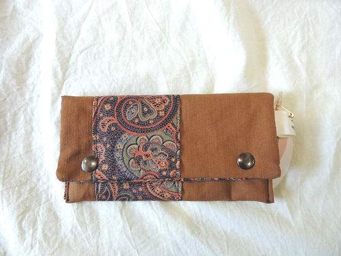 Petite pochette à rabat en tissu doublé, marron clair et arabesques-artisanat