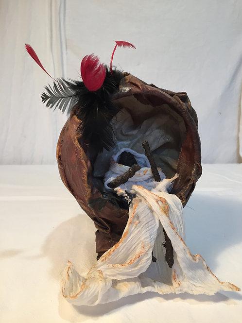 Mémoire 1 sculpture en tissu, métal et plume vue 1