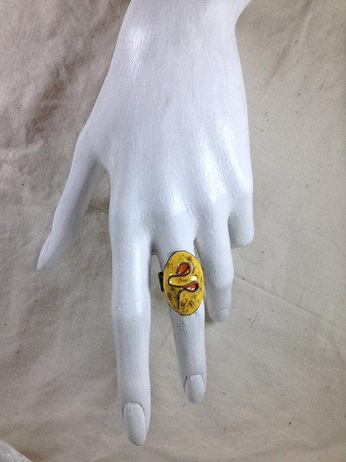 bague ajustable-ovale cloisonné-rouge jaune-émaux-artisanat français-présentation