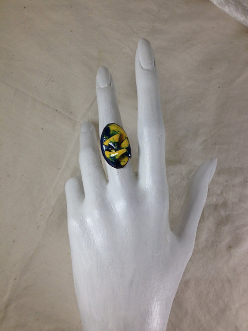bague ajustable-ovale en relief-vert jaune-émaux-artisanat français-présentation
