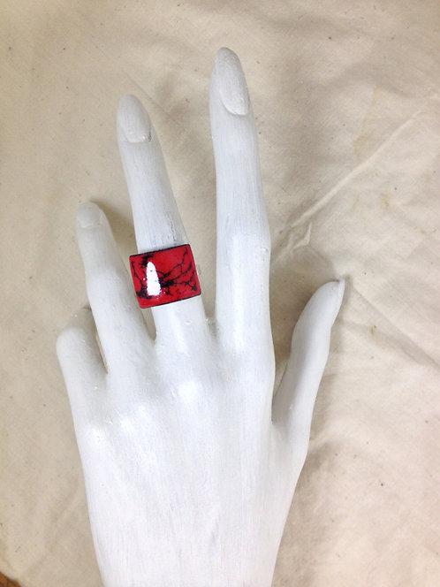 bague rectangulaire bombée rouge et noir-émaux-artisanat français-présentation