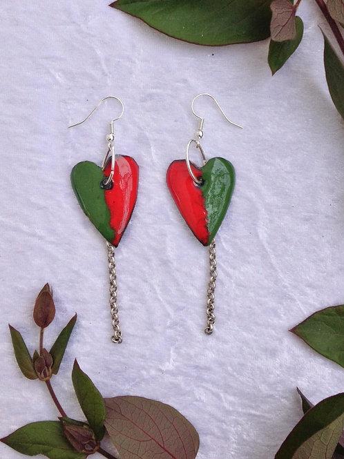 boucle d'oreille crochet-coeur vert et rouge et chaîne-émaux-artisanat français