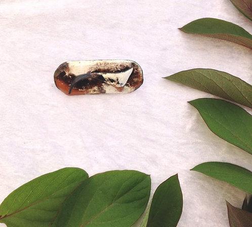 Broche en émaux sur cuivre arabesques marron, noir, ivoire création artisanale