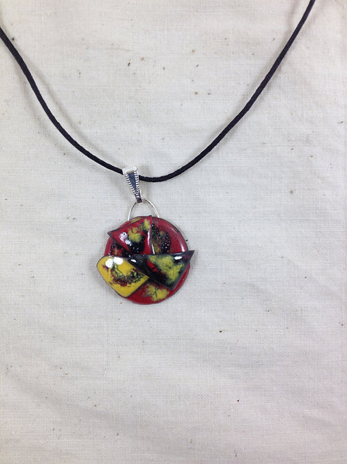 pendentif rond et triangles en relief noir rouge jaune-émaux-artisanat français