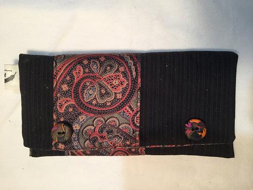 trousse noire avec boutons en pate fimo-artisanat français-vue fermée