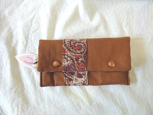 Petite pochette à rabat en tissu doublé, et frise arabesques-artisanat