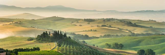summer landscape of Tuscany, Italy..jpeg