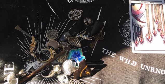 Charm divination + tarot reading (any topic))