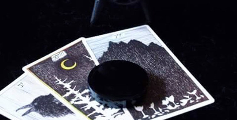 Obsidian scrying disc divination + tarot reading