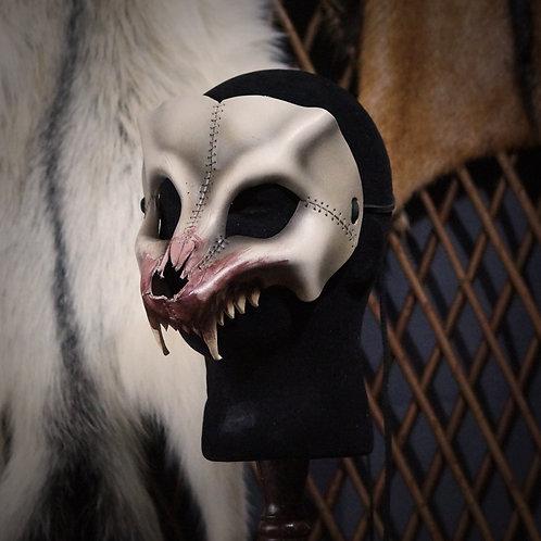 =Crâne de loup, gueule ensanglantée=